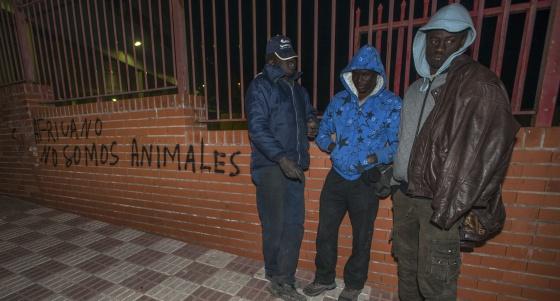 España: deportaciones, discriminaciones, redadas,  explotaciones... contra inmigrantes. - Página 2 1389462516_660749_1389462963_noticia_normal