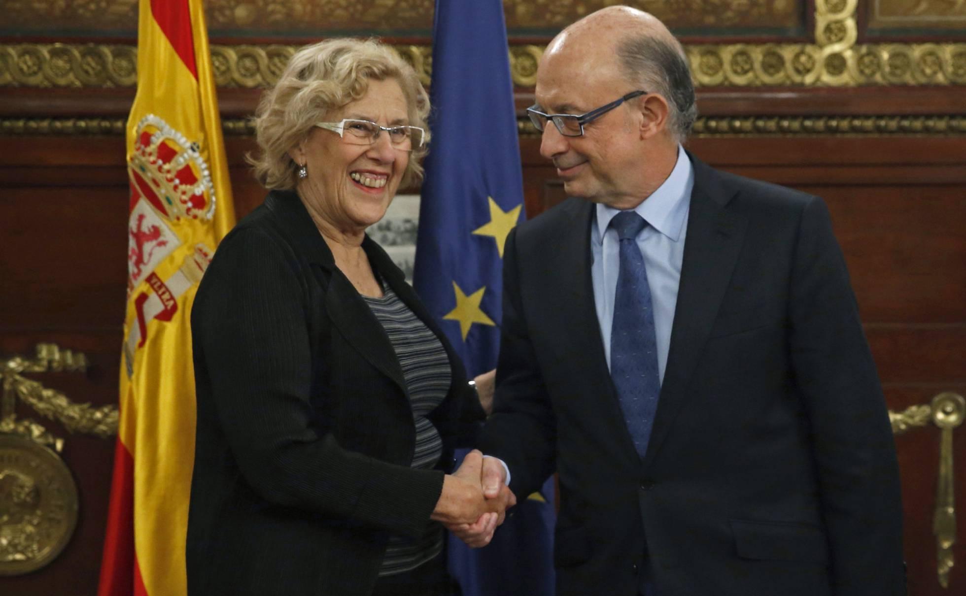 """Carmena, en un encuentro con empresarios: """"Tranquilos, no soy comunista"""" 1479753657_423668_1479753801_noticia_normal_recorte1"""
