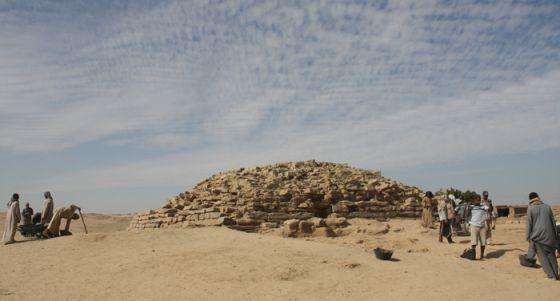 Descubierta en Egipto una pirámide de hace 4.600 años 1391514666_074513_1391515152_noticia_normal