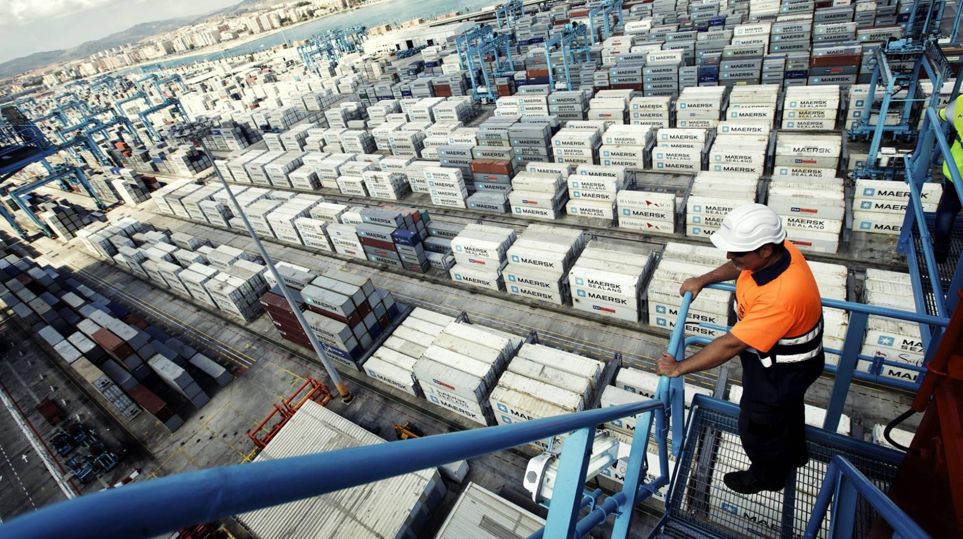 Estibadores portuarios.  El sindicalismo  democrático ayuda al  capital. 1486119293_753807_1486125709_noticia_normal_recorte1