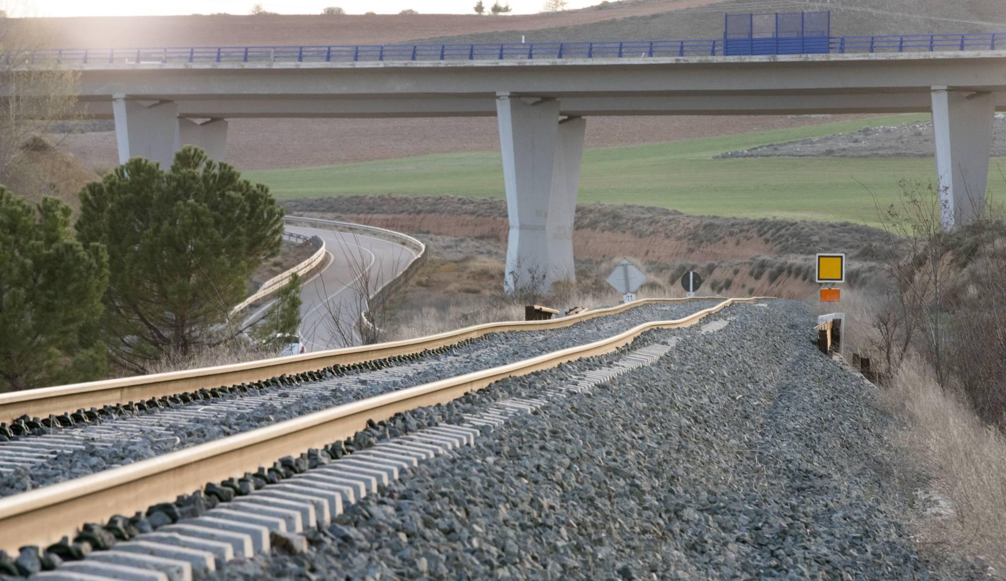 Transportes: Ferrocarril en España, alta velocidad, convencional. - Página 6 1491991085_454528_1491992378_sumario_normal_recorte1