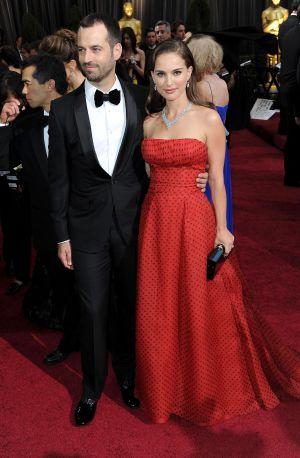 Natalie Portman 'vende' su vestido de los Oscar a un coleccionista 1331225107_418732_1331225622_noticia_normal