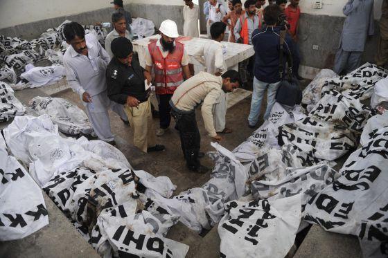 Pakistán: Centenares de obrer@s muert@s en incendios en dos fábricas... 1347443992_096771_1347444165_noticia_normal