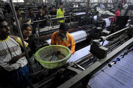 Bangladesh: Centenares de proletarias y proletarios mueren en fábricas textiles  - Página 2 1367516763_553235_1367517258_noticia_normal