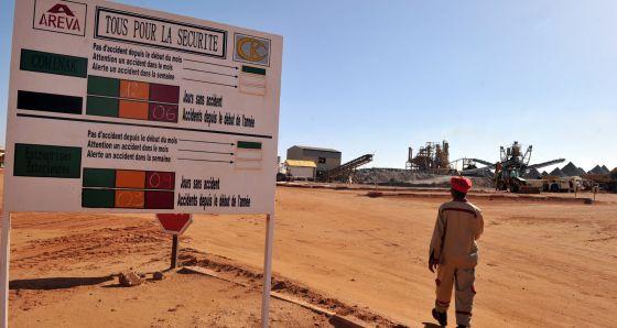Níger: Fuerzas especiales de Francia protegen las minas de uranio. 1369300418_112554_1369300645_noticia_normal