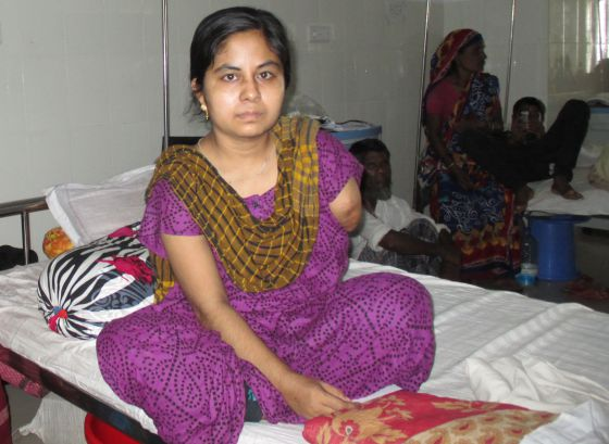 Bangladesh: Centenares de proletarias y proletarios mueren en fábricas textiles  - Página 2 1371225314_748245_1371230578_sumario_normal