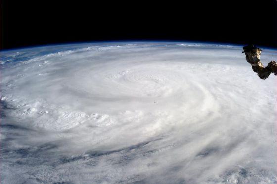 Filipinas, tifones: ahora 10.000 personas muertas, ¿hace menos de un año 2.000? 1384110553_420891_1384110724_noticia_normal