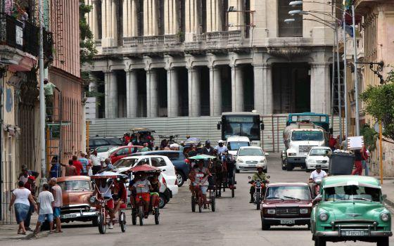 Capitalismo en Cuba, privatizaciones, economía estatal, inversiones de capital internacional. - Página 5 1421332615_910510_1421333218_noticia_normal
