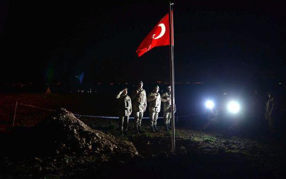 Turquía ocupa una aldea siria para alojar un santuario asediado por el EI 1424589327_325513_1424602341_noticia_normal