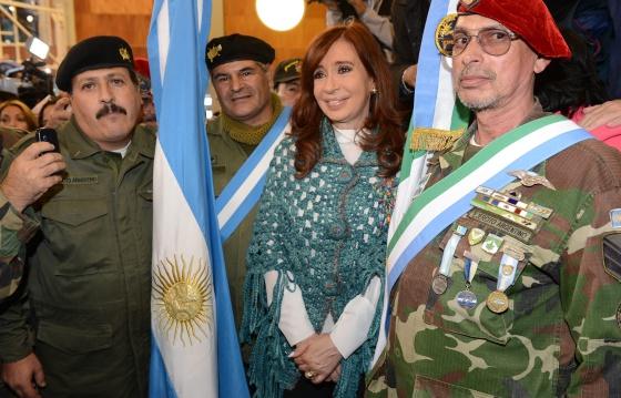 militar - Guerra de las Malvinas - Página 9 1428608868_415322_1428609022_noticia_normal