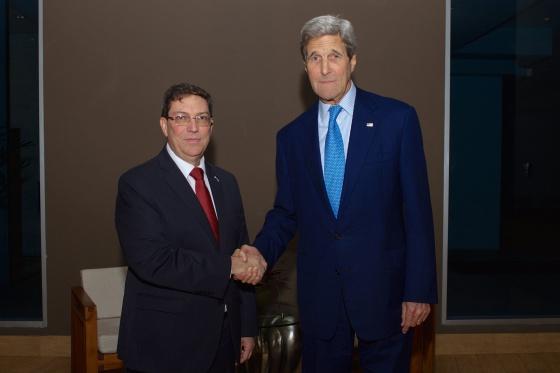 EEUU - Cuba: Obama y Raúl Castro ponen fin a más de 50 años de enfrentamientos y sanciones. El fin del embargo en manos del Congreso estadounidense. - Página 2 1428638837_186490_1428639060_noticia_normal