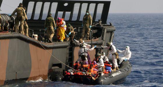 militar - La UE ultima su operación militar para frenar a las mafias en Libia 1431255988_974420_1431256199_noticia_normal