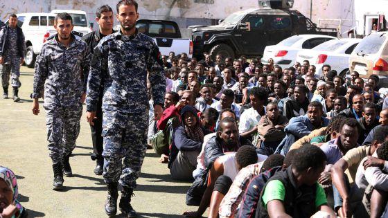 militar - La UE ultima su operación militar para frenar a las mafias en Libia 1431939481_084438_1431939849_noticia_normal