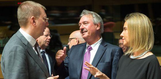 militar - La UE ultima su operación militar para frenar a las mafias en Libia 1434973413_386631_1434973651_noticia_normal