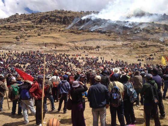 Perú: Cuatro muertos en protestas contra multinacional minera y huelga general indefinida 1443490267_288762_1443490514_noticia_normal