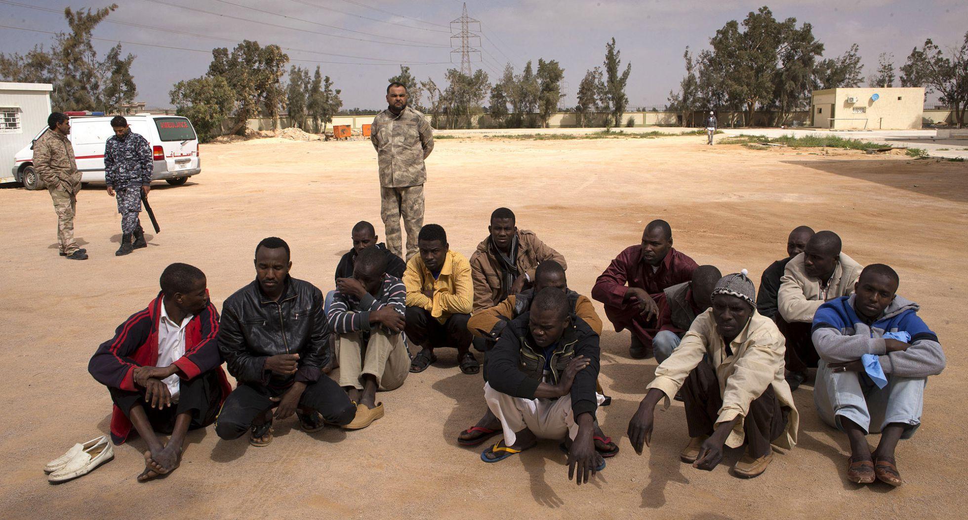 Libia. Internacionalismo proletario frente a apoyo a bandos capitalistas. - Página 11 1456430911_091109_1456431133_noticia_normal_recorte1