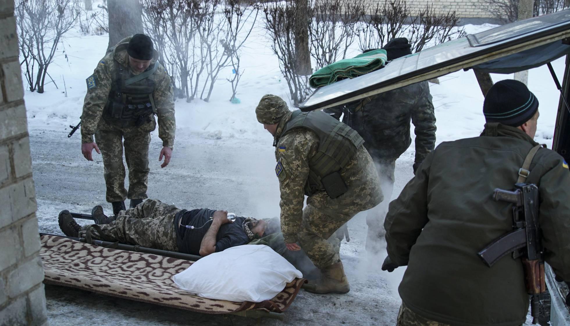 Ucrania destituye al presidente Yanukovich. Rusia anexa la Peninsula de Crimea, separatistas armados atacan en el Este. - Página 30 1485888641_711420_1485889888_noticia_normal_recorte1