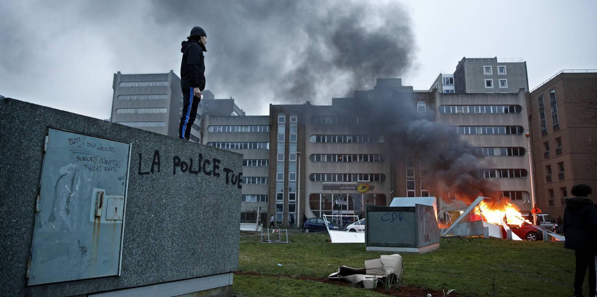 Francia: Una bomba de relojería en los suburbios [banlieue]. 1486988762_506176_1486990221_noticia_normal_recorte1