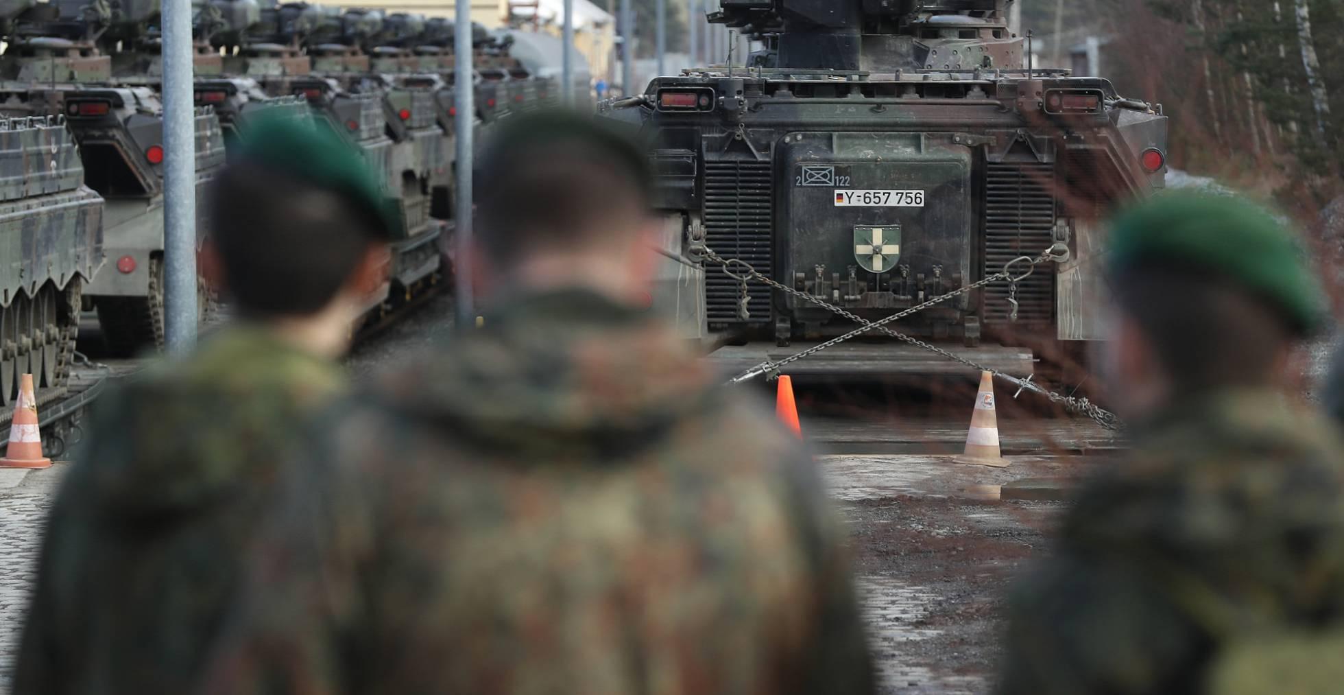 Alemania redefine su politica de seguridad nacional. - Página 2 1487707965_625733_1487709108_noticia_normal_recorte1