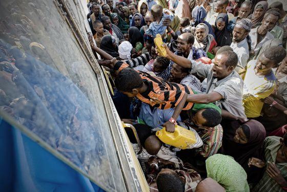 Kenia: Centenares de personas muertas en conflictos por agua, tierra y otros recursos. 1318720404_549164_1318721598_noticia_normal
