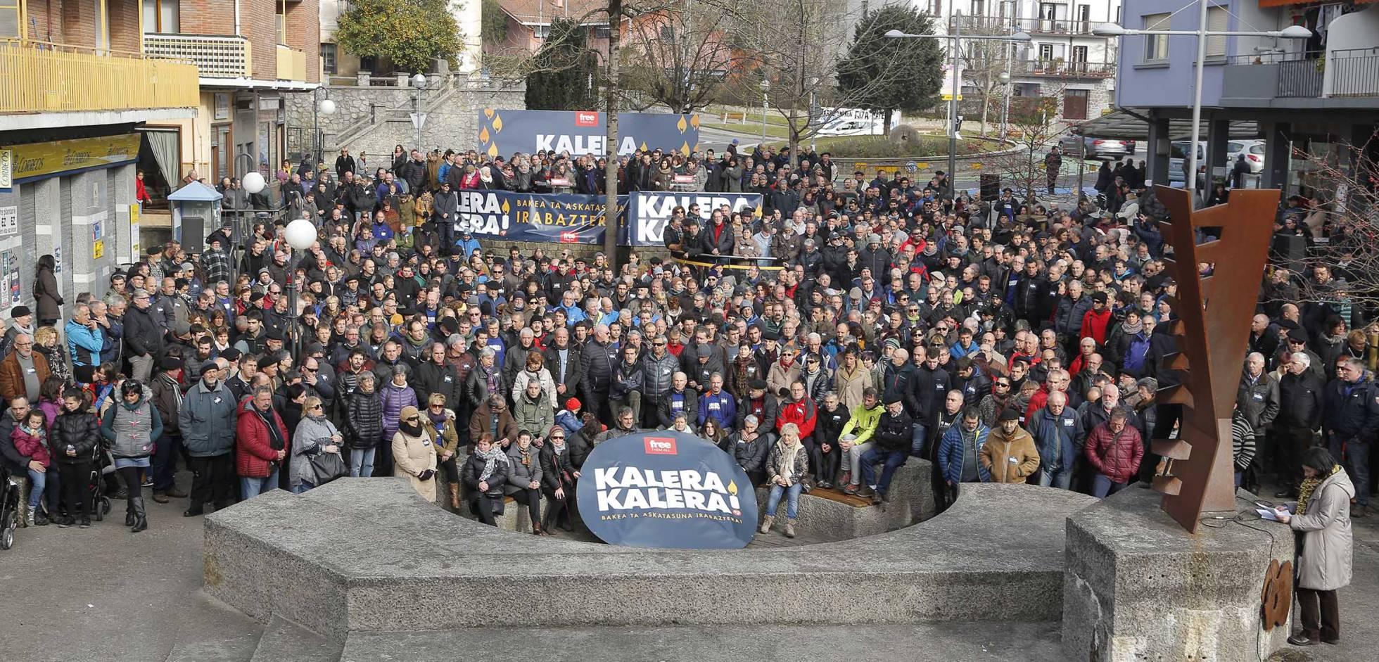 """Euskal Herria: Una multitud exige """"respeto a los derechos"""" de presos y exiliados. [vídeo] - Página 3 1483878418_903537_1483882048_noticia_normal_recorte1"""