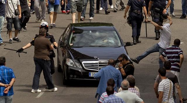 """Los taxistas se manifiestan en Europa contra el """"intrusismo"""" de aplicaciones como Uber 1402471683_869978_1402499398_noticia_fotograma"""