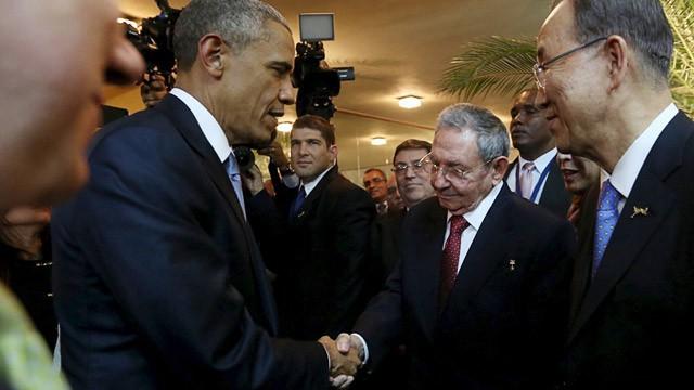 EEUU - Cuba: Obama y Raúl Castro ponen fin a más de 50 años de enfrentamientos y sanciones. El fin del embargo en manos del Congreso estadounidense. - Página 2 1428740547_415160_1428741217_noticia_fotograma