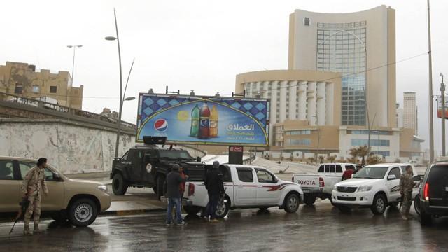 guerra - Libia - Entre la guerra civil y las manos del EI 1422358464_778778_1422383214_noticia_fotograma