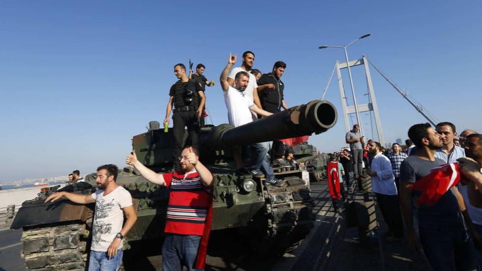 Golpe de estado en Turquia - Página 2 1468612953_710585_1468661366_noticia_fotograma