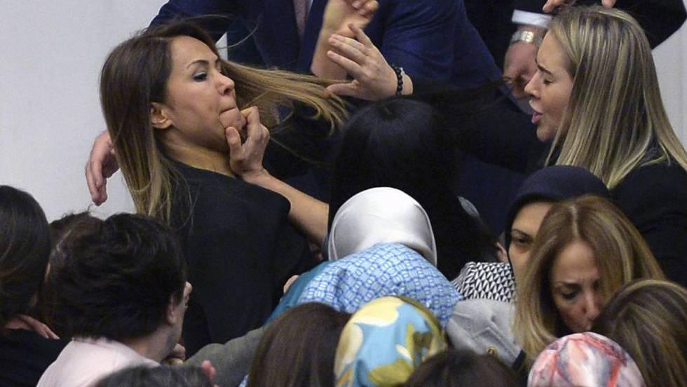 Turquía. Protestas, malestar  social, democracia, represión del gobierno. - Página 8 1485007255_706841_1485013209_noticia_fotograma
