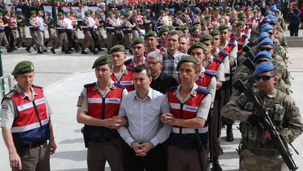 Golpe de estado en Turquia - Página 7 1495466026_658825_1495471113_noticia_fotograma
