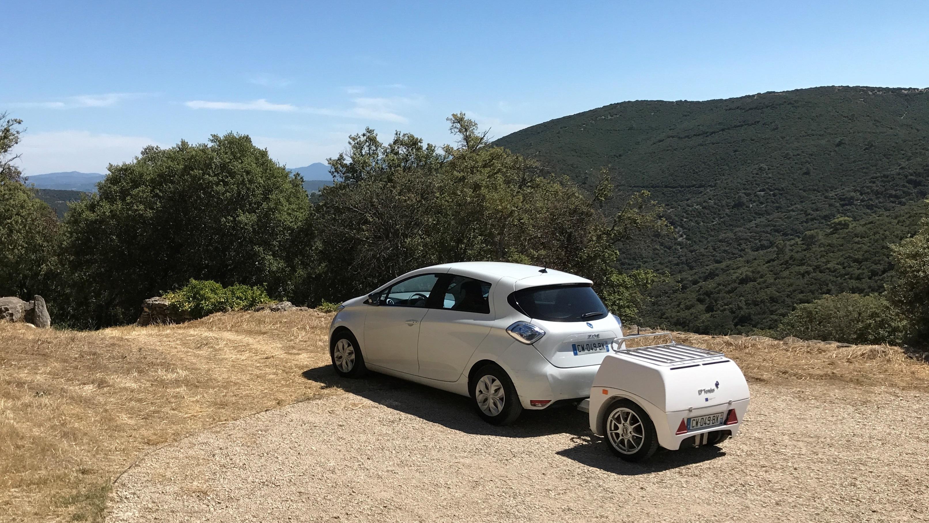 Une batterie externe pour recharger votre voiture comme un téléphone ! By DETOURS                        Boucle-en-Zoe-decoupee