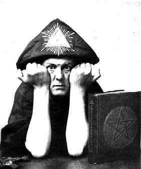 Symboles du satanisme et de la franc-maçonnerie Pyramide-crowley