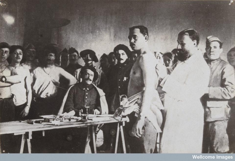 Los avances científicos en la Gran Guerra (fotos) Thumbs_anti-typhoid-vaccination