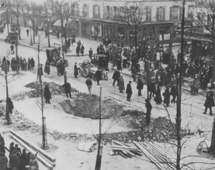 Los avances científicos en la Gran Guerra (fotos) Thumbs_crater-of-a-zeppelin-bomb-in-paris