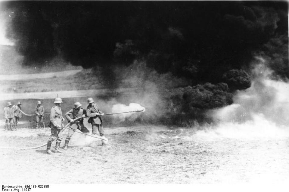 Los avances científicos en la Gran Guerra (fotos) Thumbs_flammenwerfer