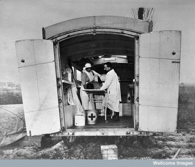 Los avances científicos en la Gran Guerra (fotos) Thumbs_transport-of-wounded-ambulance-french