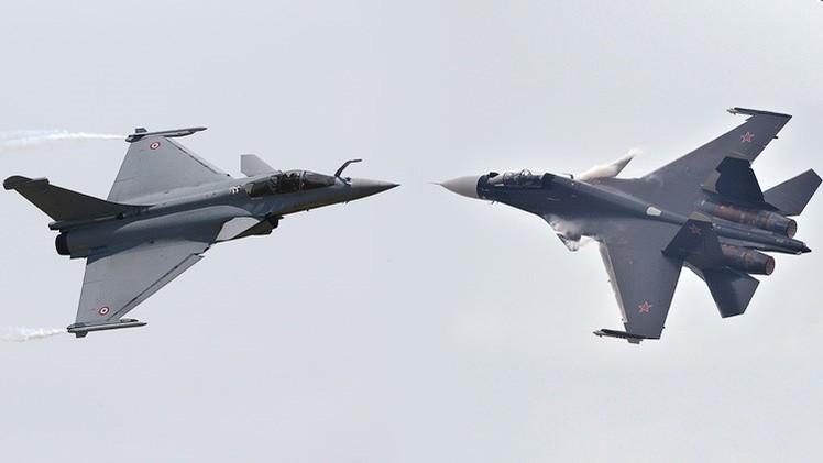 Sukhoi Su-30 ( avión de combate bimotor y biplaza  caza de superioridad aérea todo tiempo para misiones aire-aire y de interdicción aire-superficie de largo alcance) 54b683ed72139e53728b4577