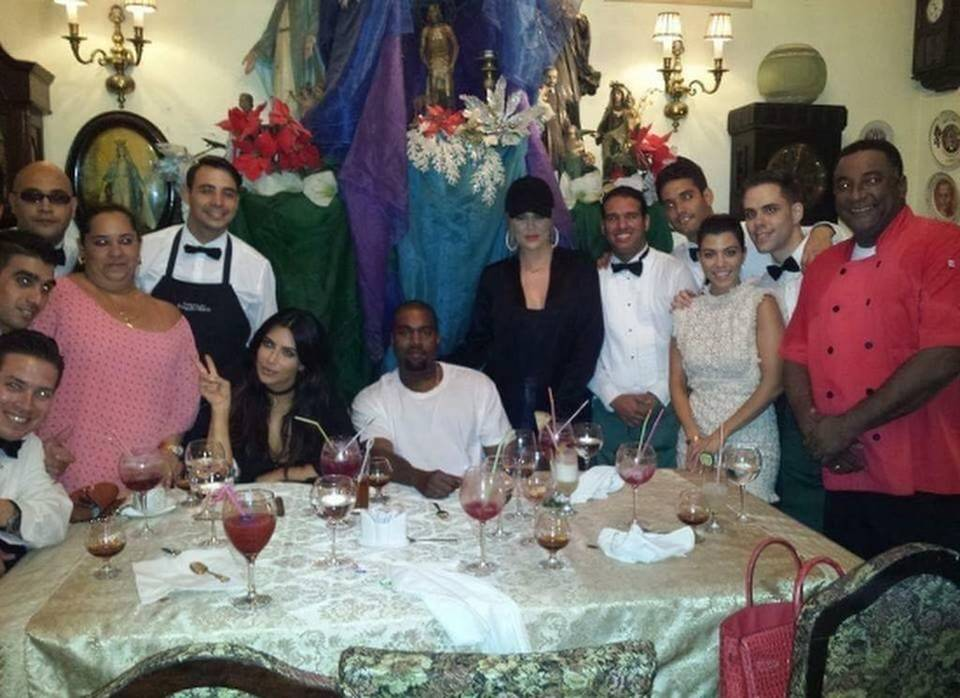 Kim Kardashian and family a Kuba Kardashian