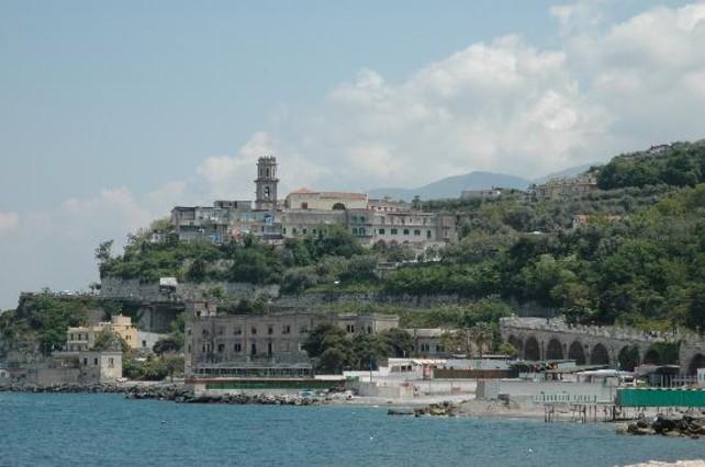 la Monarquia del Museo Vista-desde-mar-castellammare-stabia-pueblo-famoso-por-sus-aguas-termales-1438244367202