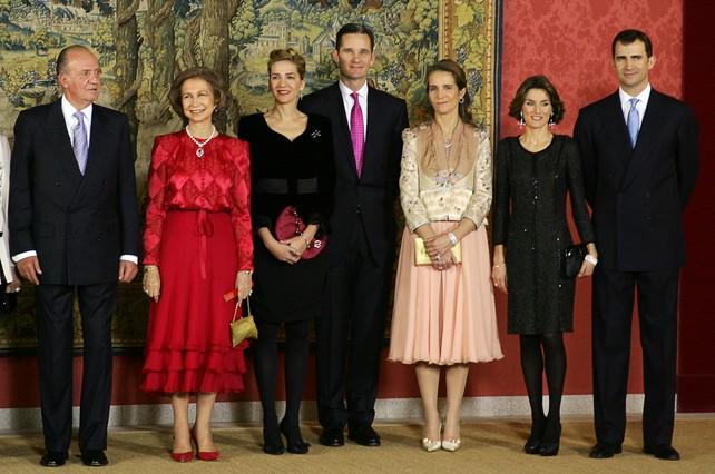 ¿Cuánto mide el Rey Juan Carlos I? - Altura - Real height Foto-archivo-tomada-enero-del-2008-del-rey-reina-infanta-cristina-inaki-urdangarin-infanta-elena-letizia-principe-felipe-1365008754984