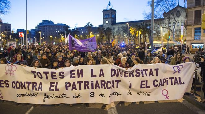 Mujeres burguesas y obreras, feminismo, capitalismo, derechos, subordinaciones, violencias, división del trabajo, ambicione$. Barcelona-tine-lila-dia-mujer-llena-decenas-actos-pro-igualdad-1457468665465