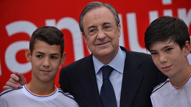 El hilo de los popuheads futboleros - Página 4 Presidente-del-madrid-florentino-perez-derecha-theo-zidane-uno-los-hijos-del-actual-entrenador-del-primer-equipo-1452795181375