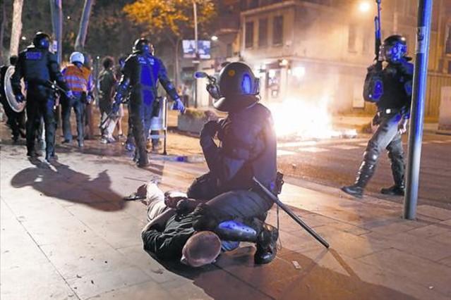 Represión  del Estado. Facetas  políticas  y sociales. - Página 4 1422906881646