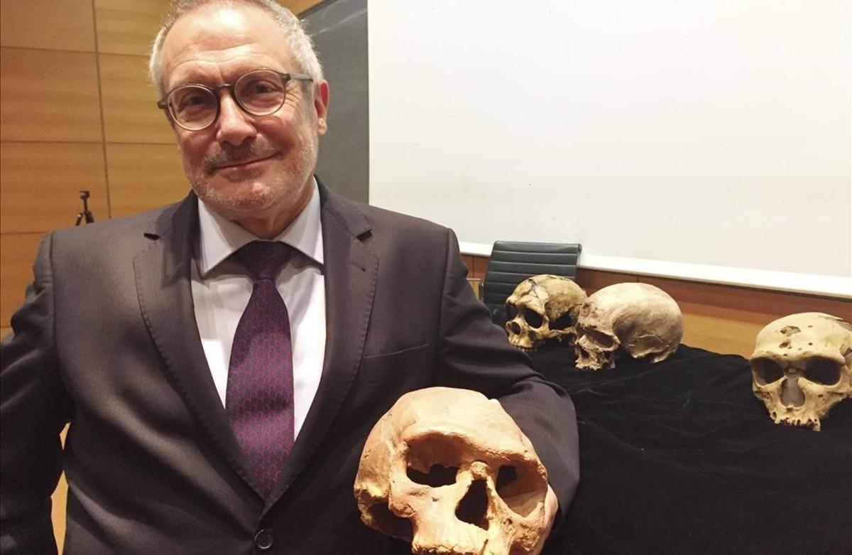 Descubiertos en Marruecos los fósiles de 'Homo Sapiens' más antiguos de la especie. Cráneos y huesos de más de 300.000 años, 100.000 años antes de los hasta ahora conocidos. [Historia] Jean-jacques-hublin-con-algunos-los-craneos-hallados-1496856079798