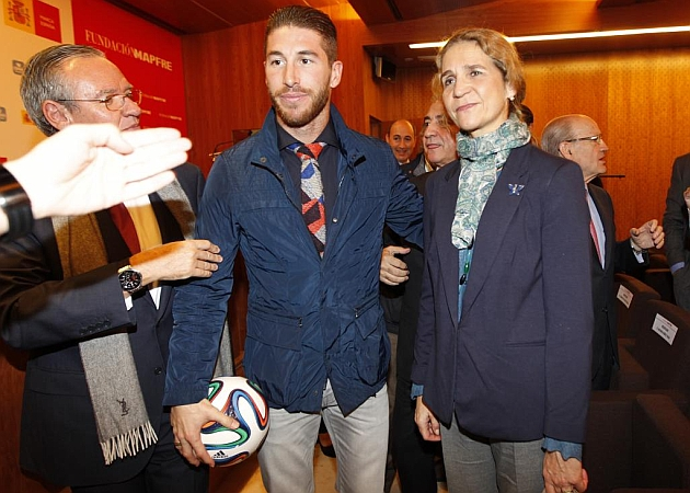 ¿Cuánto mide Sergio Ramos? - Altura - Real height 1417681978_extras_noticia_foton_7_1