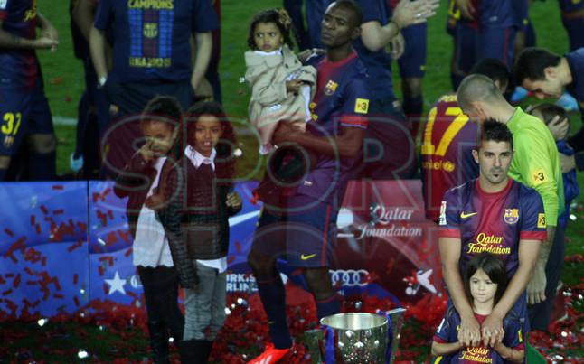 صور احتفالات برشلونة بلقب الليغا الاسبانية في ملعب الكامب نو  19-05-2013 1369005749522