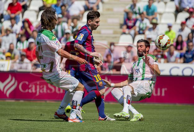 صور : مباراة قرطبة - برشلونة  0-8 ( 02-05-2015 )  1430583475382