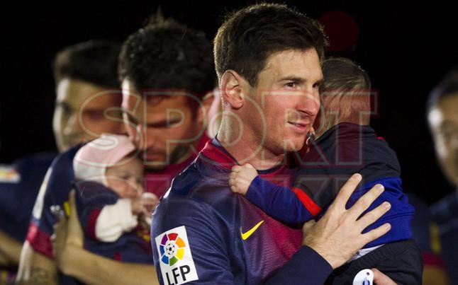 صور احتفالات برشلونة بلقب الليغا الاسبانية في ملعب الكامب نو  19-05-2013 1369005874624