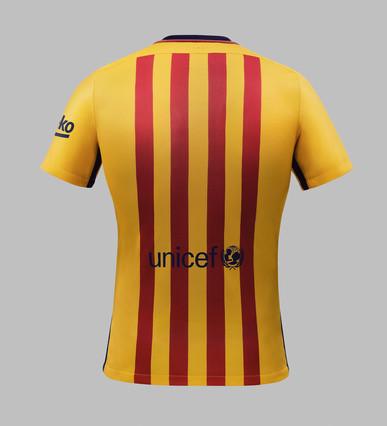 رسمياً : برشلونة يكشف عن قميصه الجديد لموسم 2015-2016 1432456688744